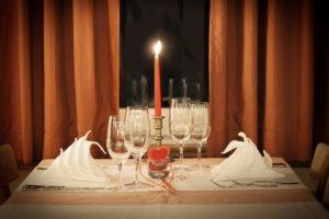 Az ünnep része a terített asztal és az étkezés