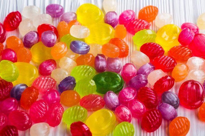 Torokfájásra cukorka szopogatása
