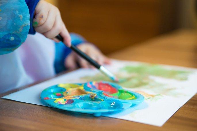 Festeni minden gyerek szeret